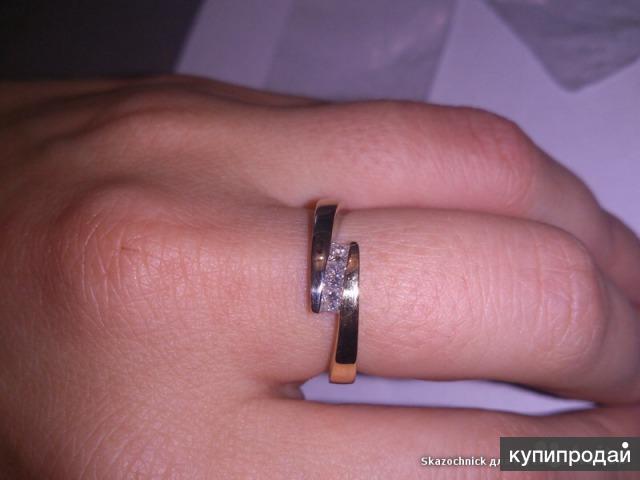 Кольцо с 3-мя бриллиантами 750 проба
