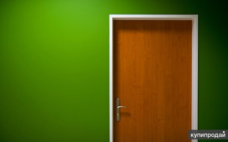Темно зеленая дверь
