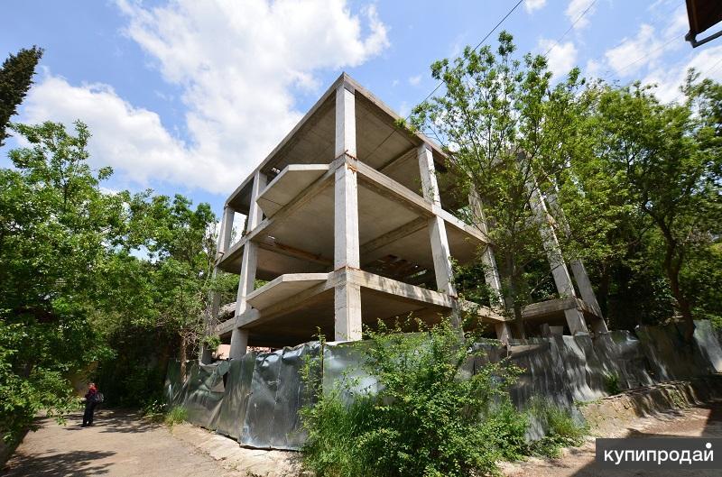 Продается земельный участок 2.3 сотки в центре Ялты с 3-х этажным дом 222 кв.м.