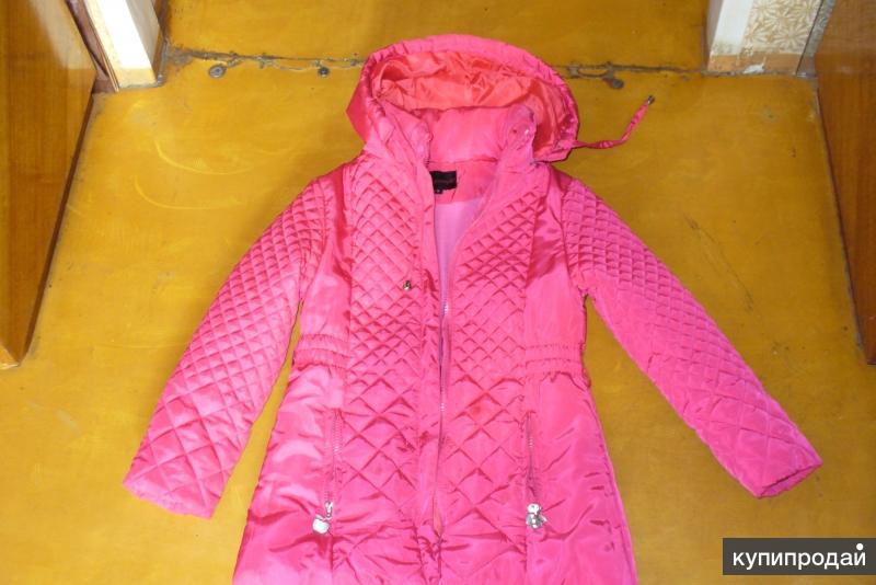Продам весеннюю куртку на девочку 8-12 лет