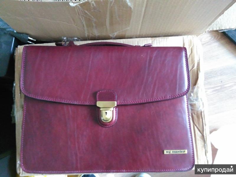 Мужской элегантный портфель