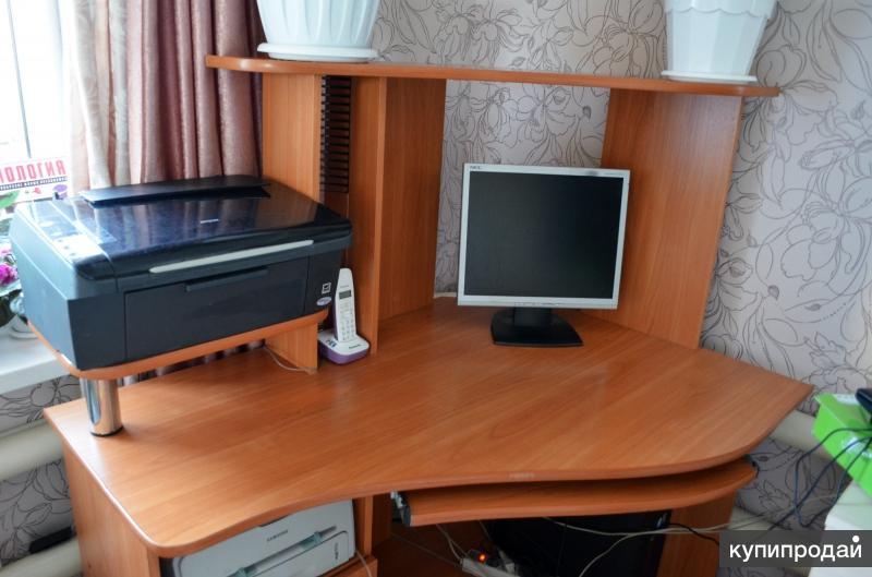 Продаю угловой компьютерный стол !!!