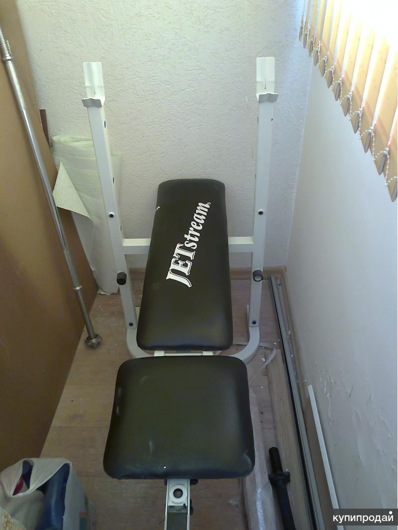 Продается скамейка для тренировок со штангой, гриф, блины, турник.