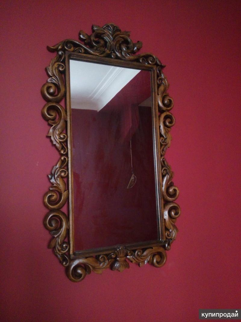 Зеркало в резной раме из массива ореха