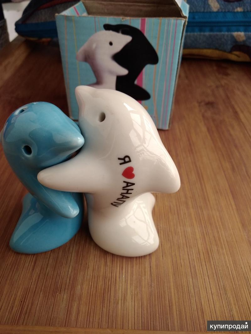 Столовый набор: солонка и перечница в виде фигурок дельфинов