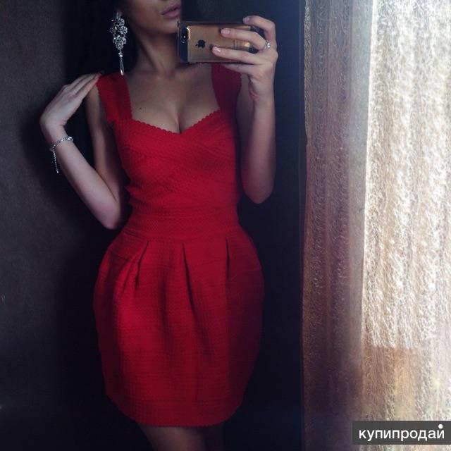 Бандажное платье красного цвета ( возможен торг)