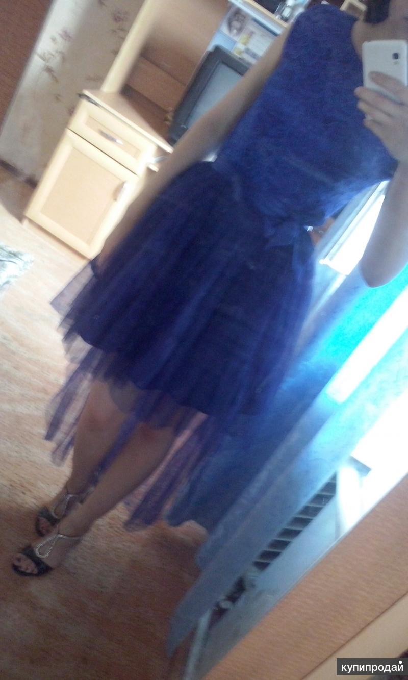 вечернее платье с шлейфом синего цвета