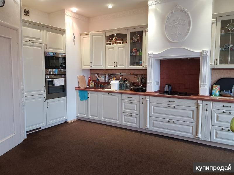 Продается 3-комнатная квартира площадью 135,7 кв. м .