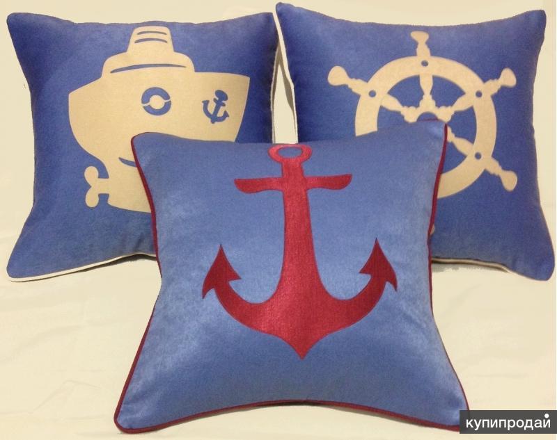 Декоративные подушки с аппликациями от дизайнера.