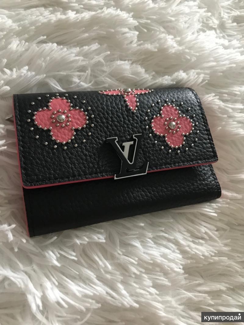 Кошелёк Capucines Compact Louis Vuitton