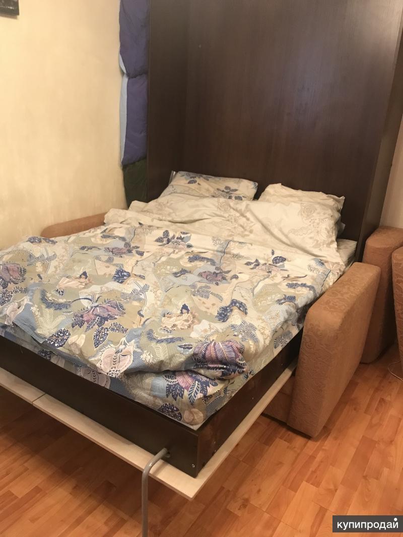 Кровать, встроенная в шкаф и диван