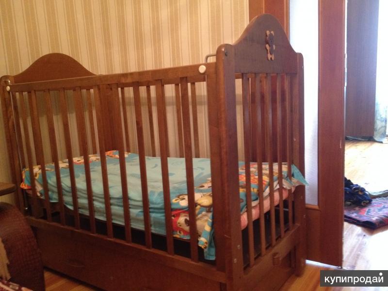 Детская кровать и мини диван