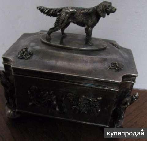 Шкатулка из царского серебра, украшенная фигурками на охотничью тему