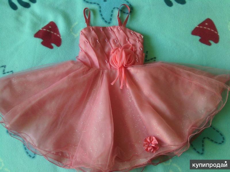 Праздничное платье на девочку, кораллового цвета.