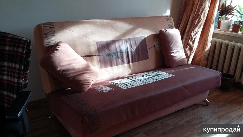 продам в связи с переездом комп стол, диван, стелажи