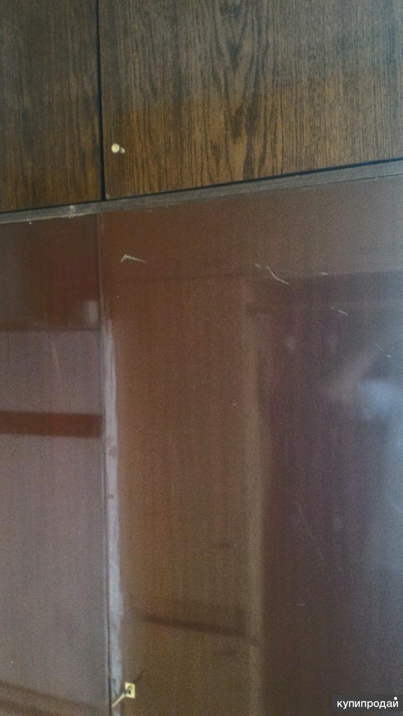 Шкаф платяной 3-х дверный с 7-ю полками и вешалкой
