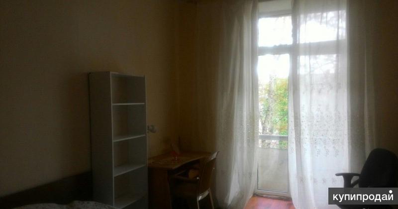 Комната в трехкомнатной квартире.