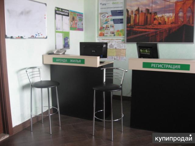 Ресепшн офисный и стул высокий барный