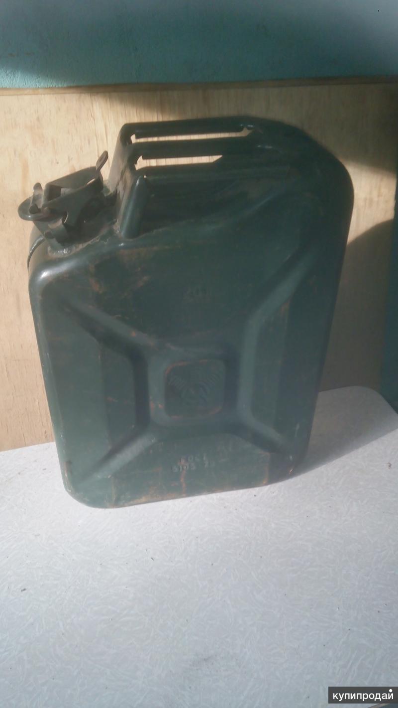Канистра под бензин 20л б/у продается (5 шт)