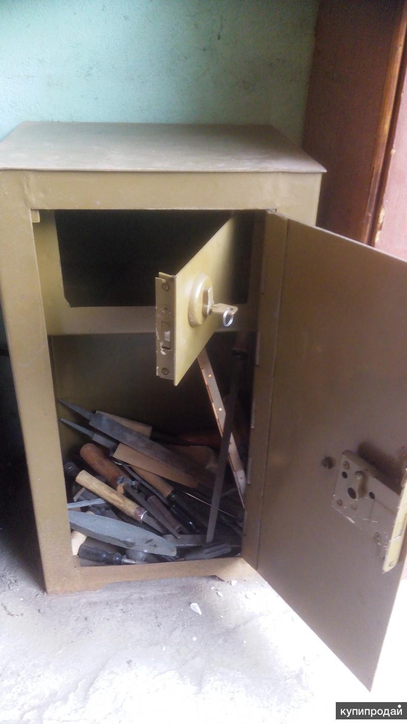Шкаф металлический сейфового типа б/у продается