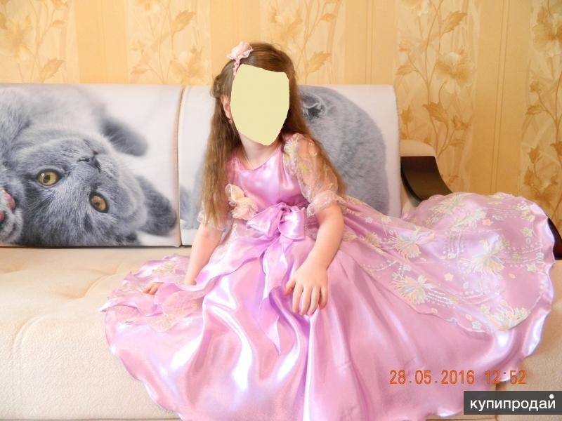 Платье праздничное сшито индивидуально на  заказ.