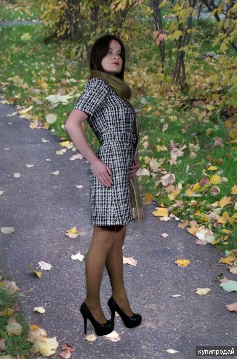 Женское платье в черно-белую клетку