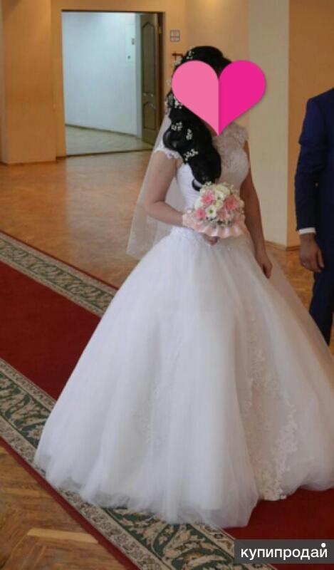 счастливое красивое платье