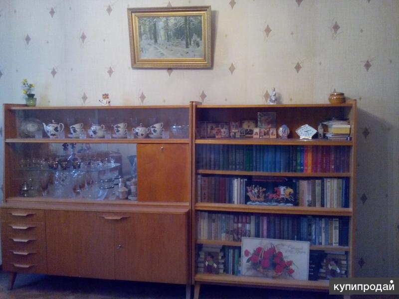 """Мебельный гарнитур """"жилая комната""""б/у Чехия лимонное дерево 10 предметов"""