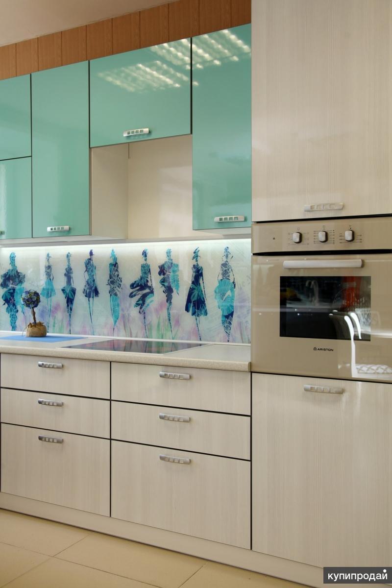 Как поклеить кухню разными обоями фото лозунгом