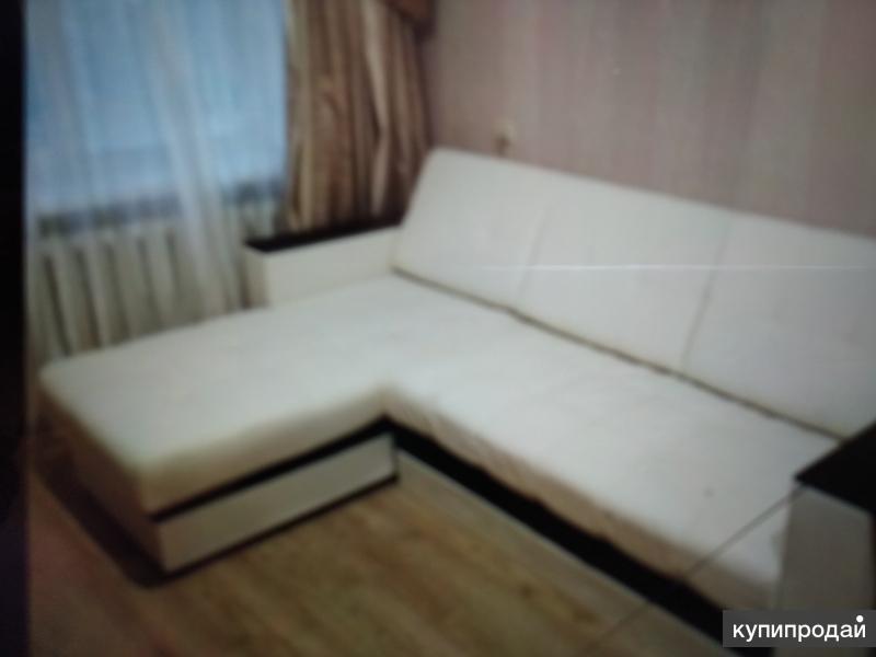 Продам диван б/у 1 месяц,беж-экокожа