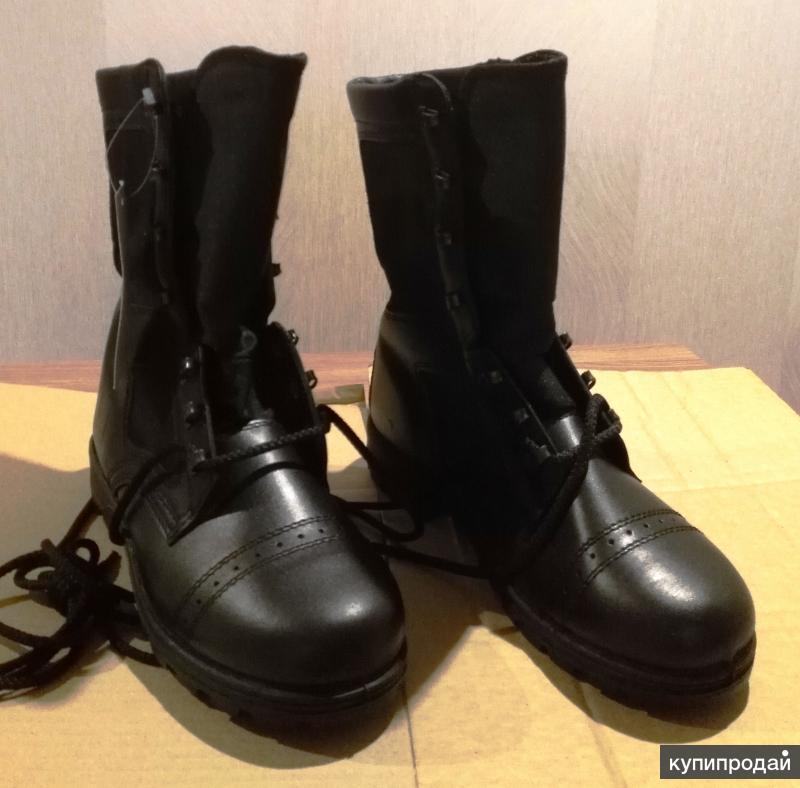 Ботинки с высокими берцами.