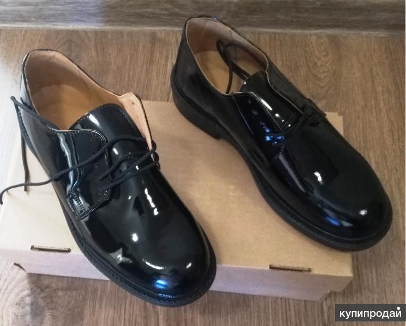 Туфли лакированные на шнурках