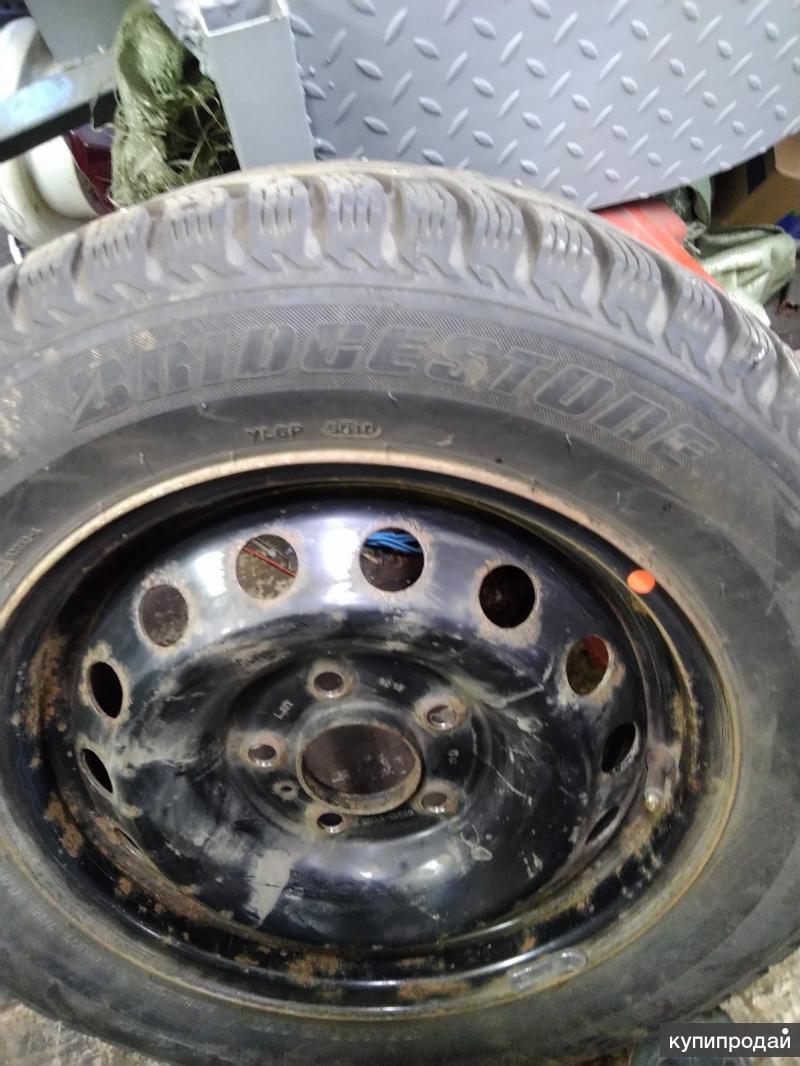 Продам зимние шины на штампованных дисках