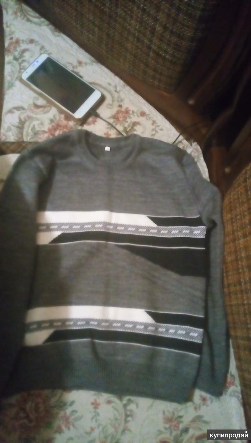 Продам свитер на мальчика