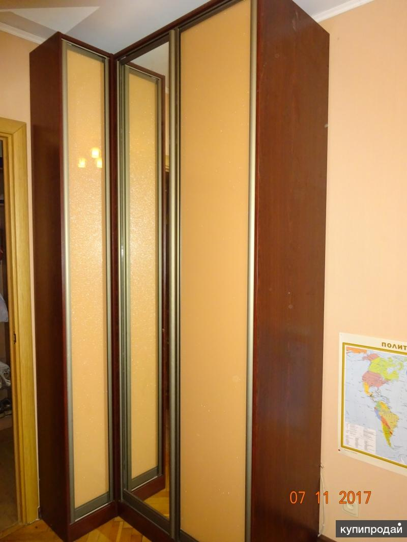 Шкаф угловой с зеркалом для одежды