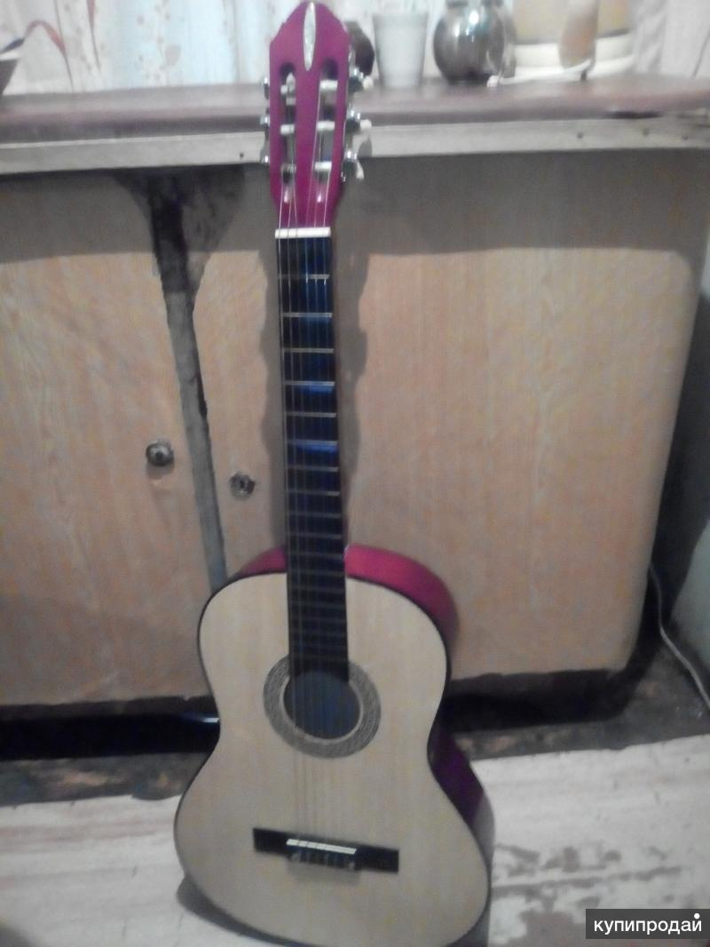 Продам 6-струнную гитару