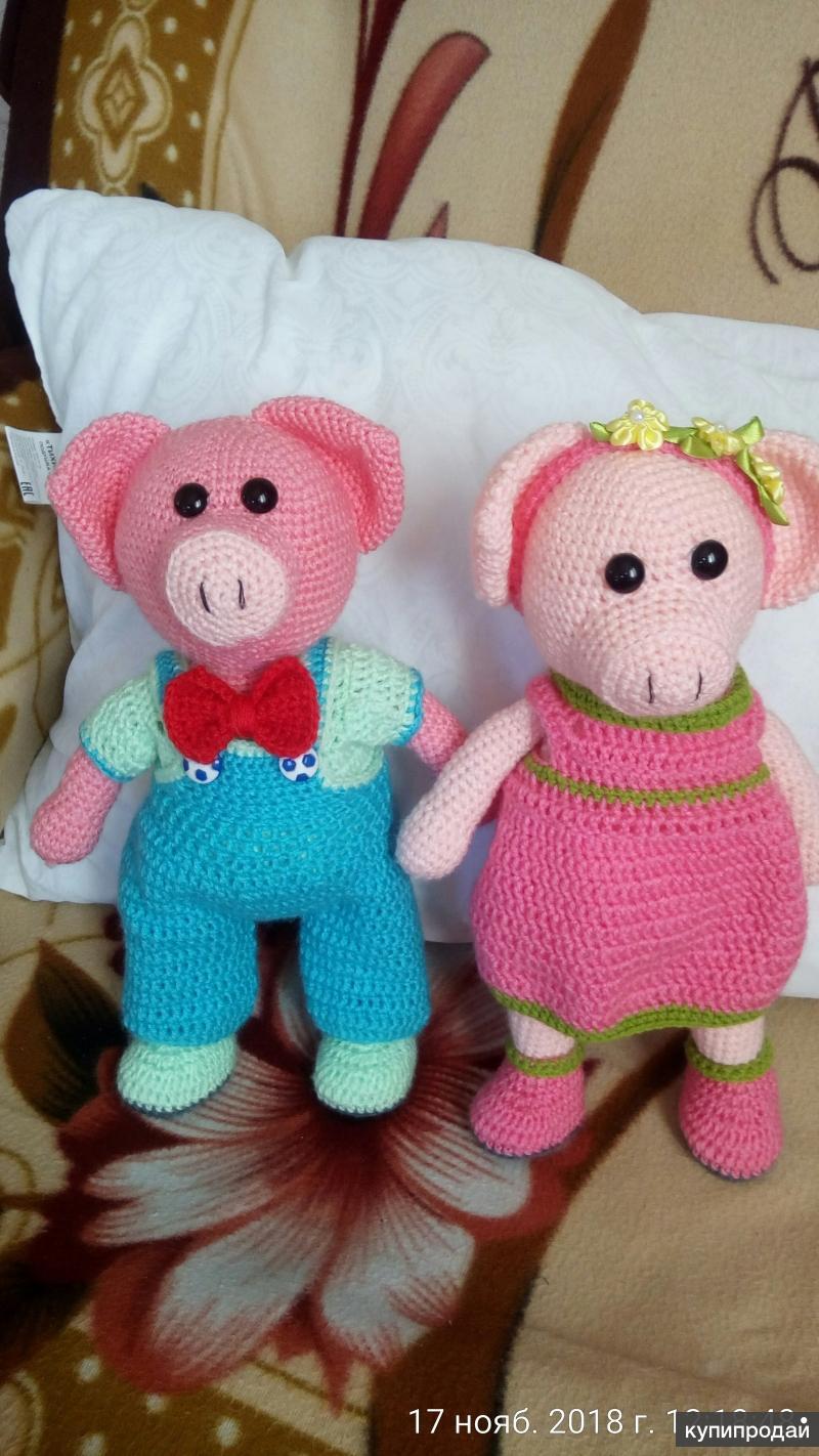 Вязаные игрушки:свиньи девочка и мальчик в наличие нет,но повторить можно   на з