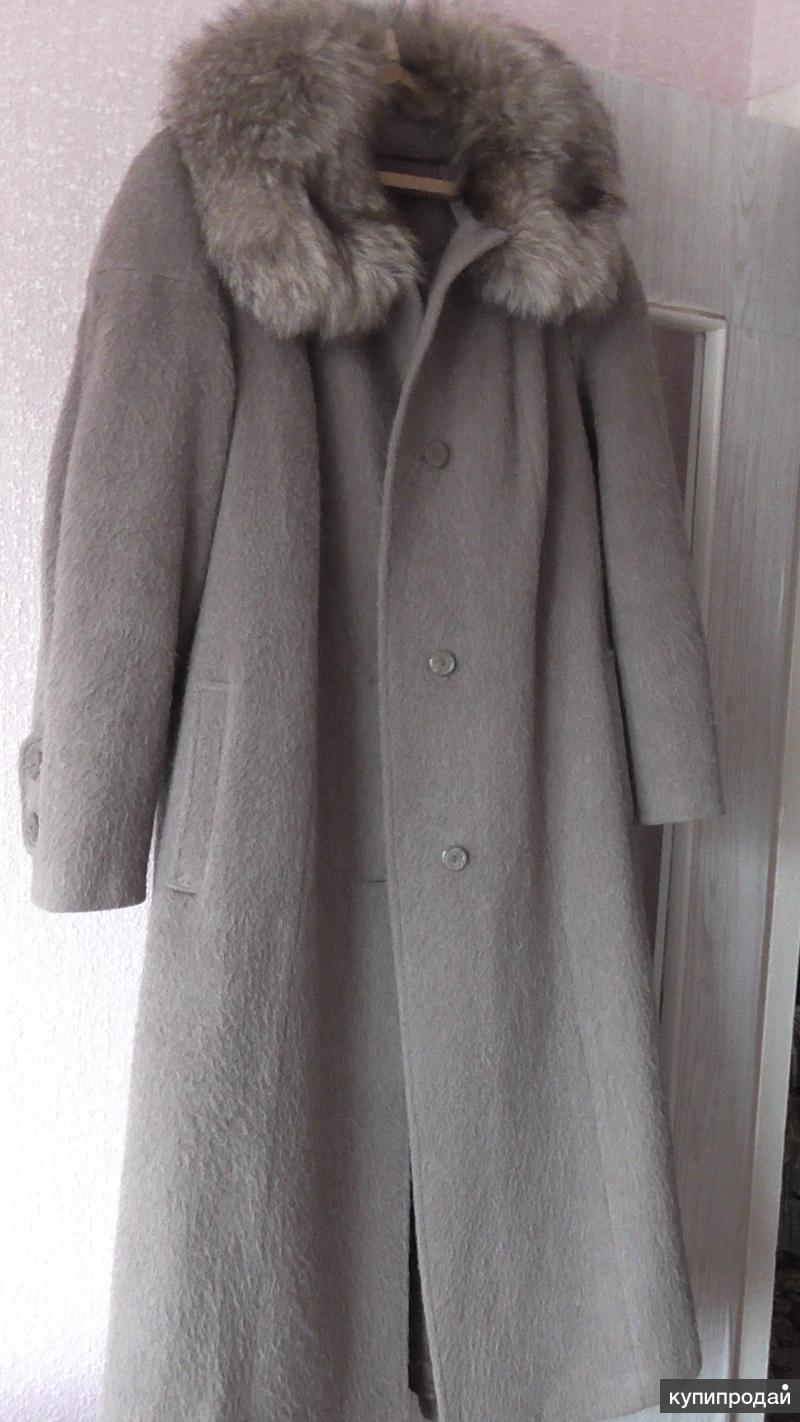 Женское пальто с воротником из песца