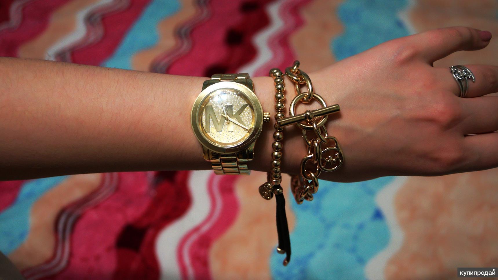 Часы с двумя браслетами от дизайнера Michael Kors